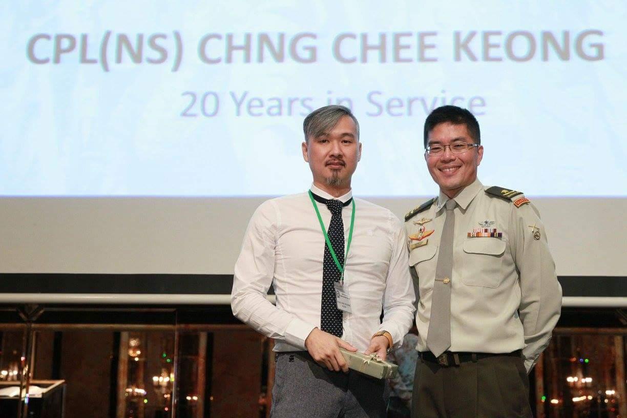 CPL(NS) Bryan Chng Chee Keong receiving his long service award